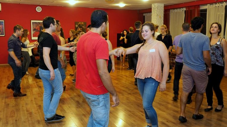 שיעור ריקודי זוגות חינם