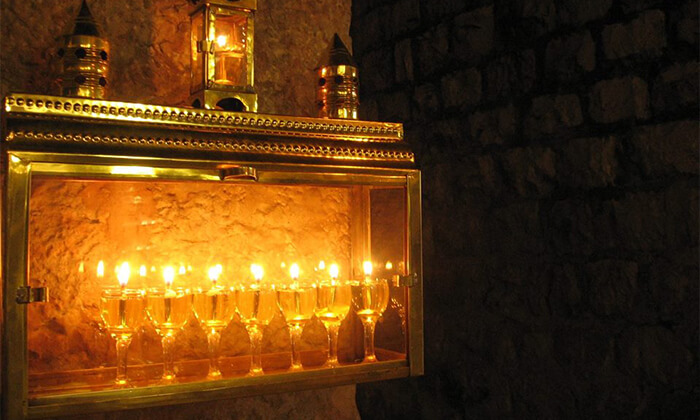 גרופון סיור חנוכיות בירושלים באנו חושך לגרש: סיור חנוכיות מרגש בעיר העתיקה בירושלים ב-29 ₪