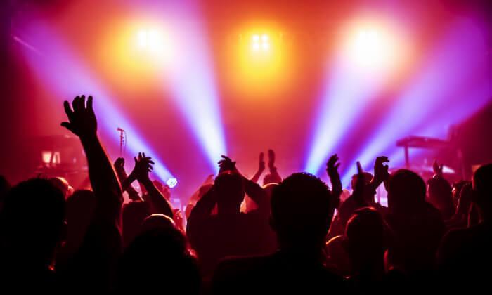 """להקת קווין ואדם למברט בברלין טיסות, כרטיס להופעה של להקת קווין ואדם למברט ו-5 ימים מלאים במלון לבחירה ע""""ב לינה וארוחת בוקר, החל מ-2,327 ₪ לאדם!"""